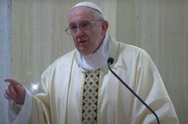 papa francesco divieto messe polemica cei