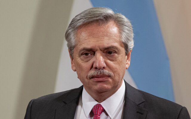 alberto fernandez presidente argentina positivo covid coronavirus vaccino