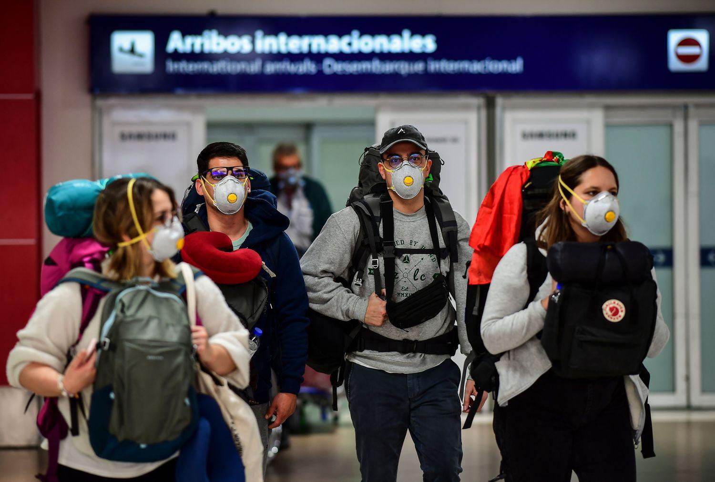 argentina coronavirus sospesi voli internazionali ezeiza buenos aires