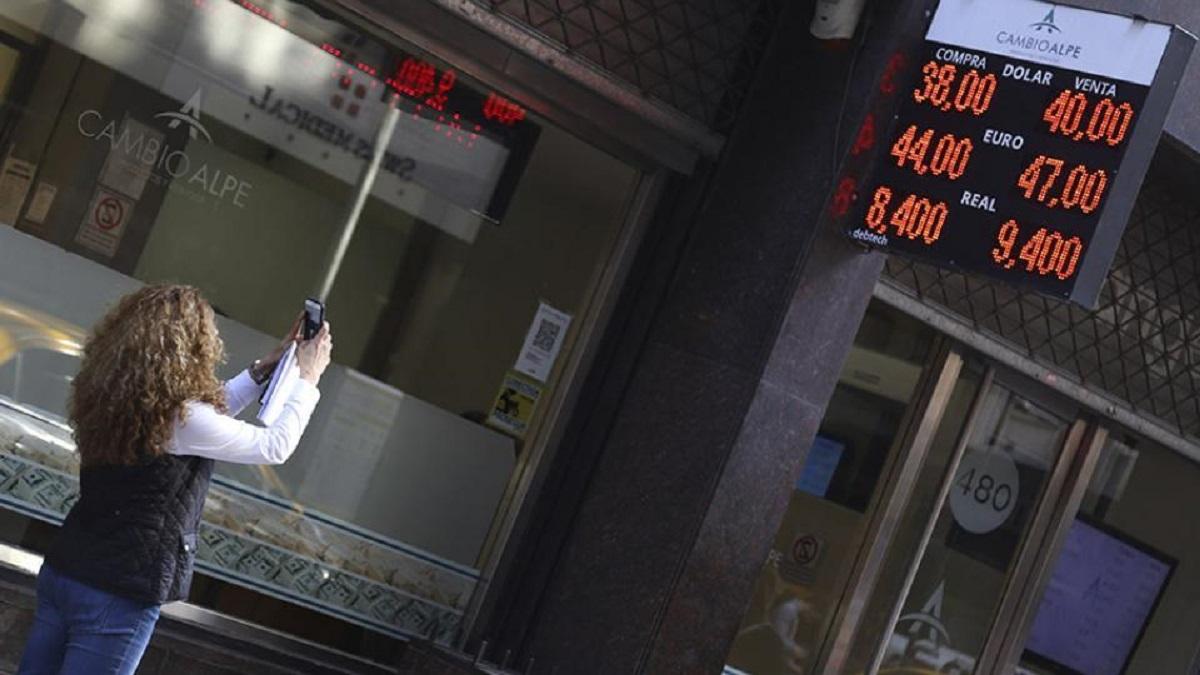 record peso dollaro borsa inflazione crisi fmi