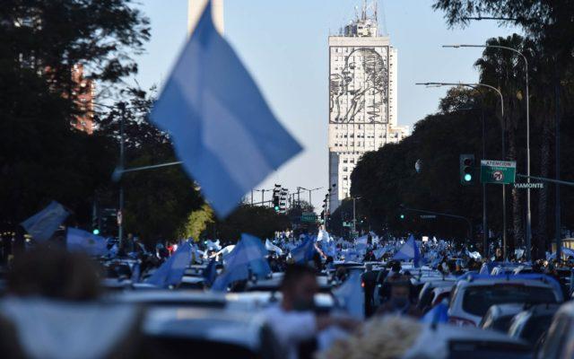 coronavirus argentina manifestazione 17 agosto governo misure