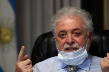 argentina scandalo vaccini covid governo ministro dimissioni