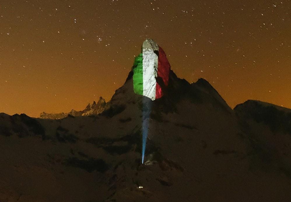 coronavirus bandiera italia argentina luce monte cervino