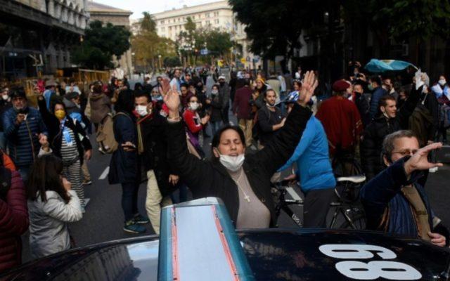 coronavirus argentina proteste negazionisti buenos aires