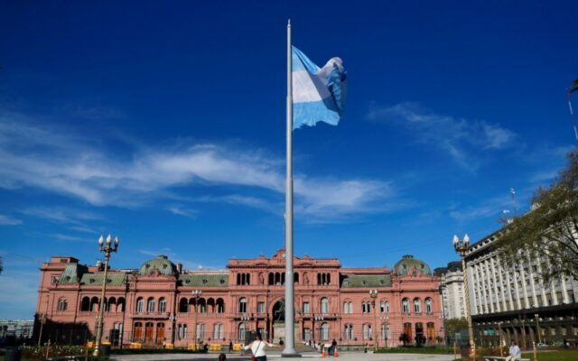 debito argentina negoziati fmi club parigi