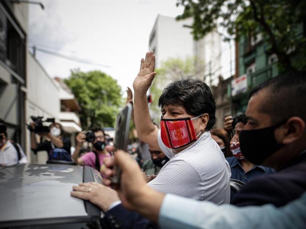 evo morales lascia argentina aereo venezuela