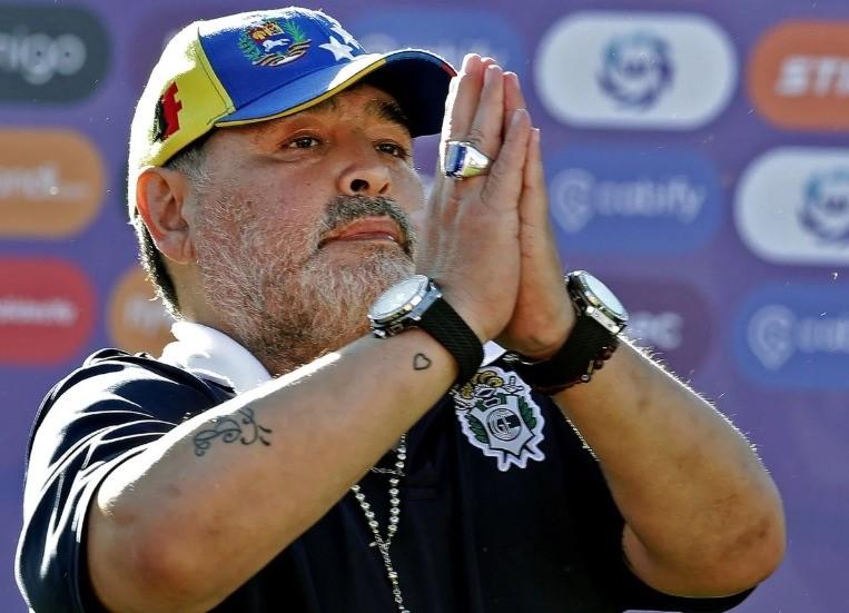 maradona resta allenatore gimnasia la plata